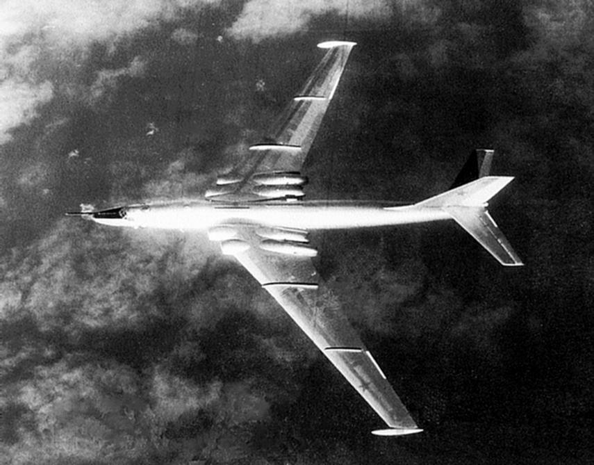 Bombowiec Miasiszczew 3M (ulepszona wersja M-4) w locie.